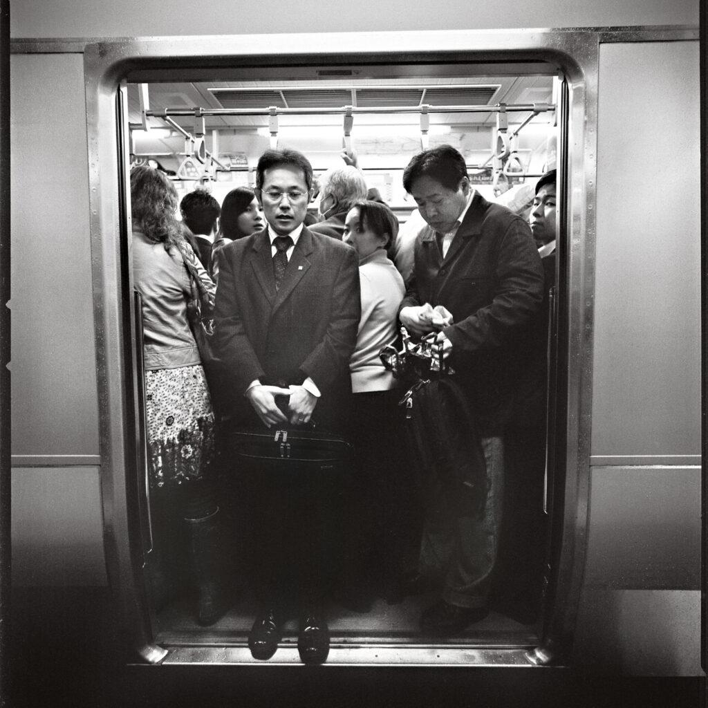 Le métro de Tokyo pendant l'heure de pointe