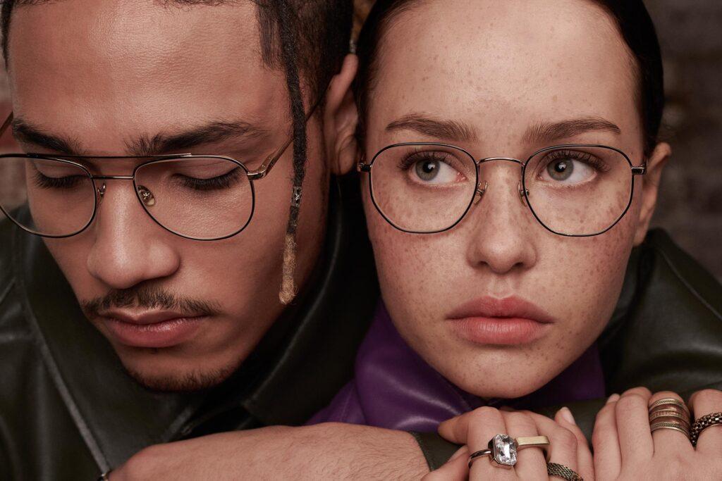 Femme et homme portant des lunettes de la marque Eye Five Paris