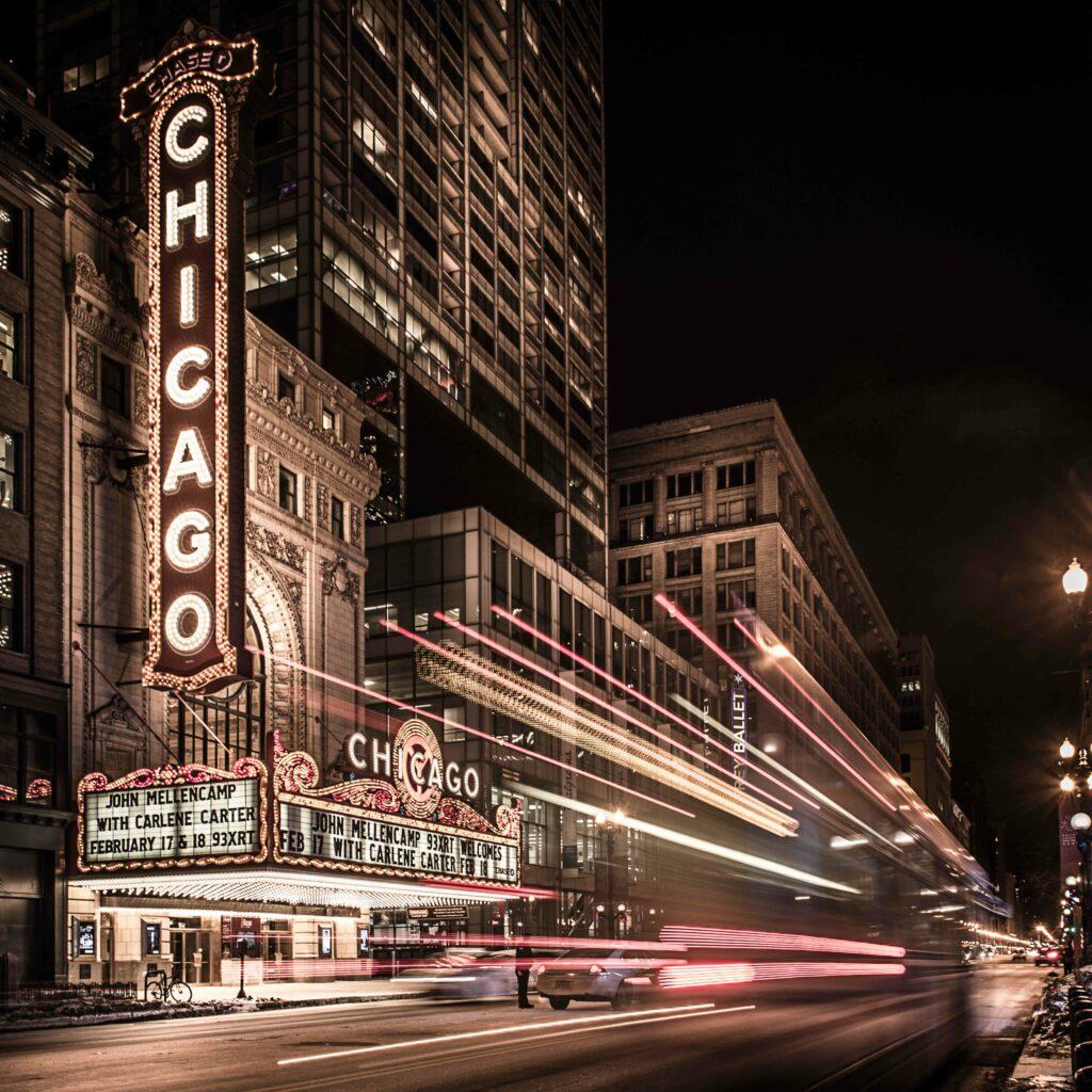La ville de Chicago illuminé par les fards de voiture